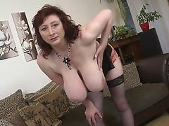Redhead shows the drooped tits