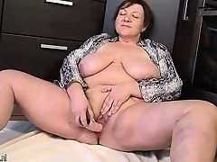 Fat old woman with the massive drooped tits fucks the cunt