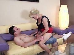 Blond mature woman wants to play