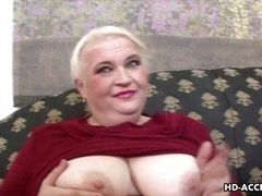 Fat mature woman sucks hard dick