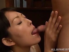 Mature slut licks its good