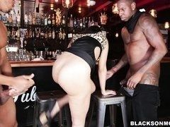 Huge Blacks fuck in all holes mature babe of mercedes carrera on bar stools