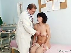 Mature lady investigated old pussy