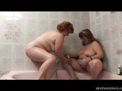 Fat old lesbians are fucked in bathtub