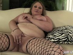 Tolstaya busty Sienna Hills caresses fat peach