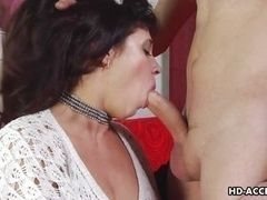 Stout mature woman sucks cock