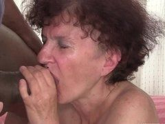 Old grandma sucks huge black sausage in the XXX clip