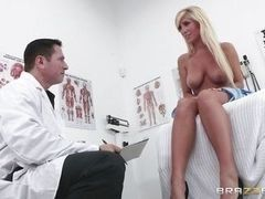 Long-haired blonde with cool tits tempts doctor