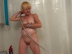 Old nurse undresses and washes vagina