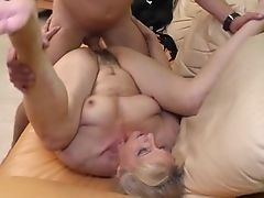 Simone likes to ride on cock